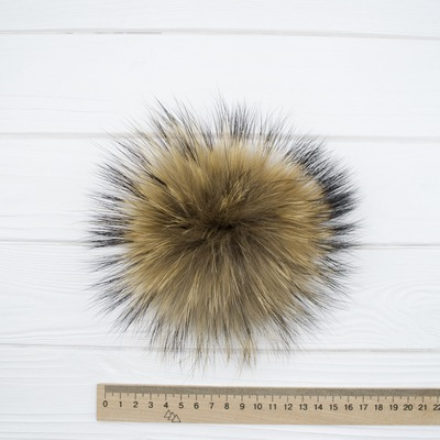Меховый помпон енот натуральный 13-16 см