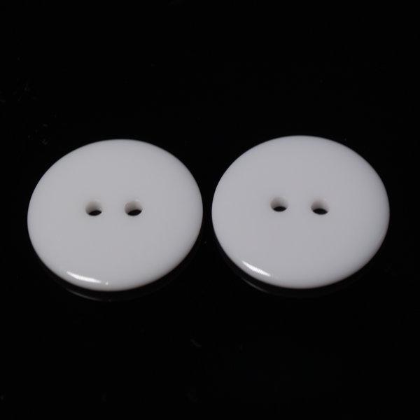 Пуговица пластиковая 23 мм белая с двумя отверстиями