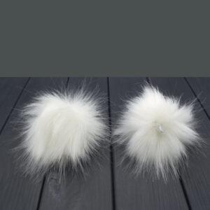 Помпон из искусственного меха белый 8 см